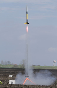 Lon Westfall's Hawk's Hobbies Super Bandit lifts off with a G67 Redline motor.  Photo by Greg Smith