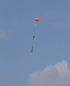 ... while the EZ-I65 continued down to its own successful landing after releasing the pilot from the Defy Gravity Tether.  Photo by Greg Smith