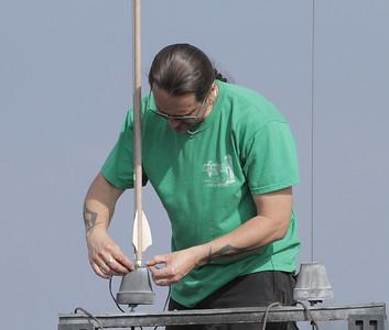 Mike Z hooks up his arrow-like Fletcher.  Photo by Greg Smith