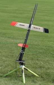 "Greg's modified Art Hobby Colibri-V glider with a custom rocket motor pod and tower launcher, just before its first powered flight.  The motor is an Aerotech D7-RCT reload.  The glider has a wingspan of 1 meter (39"").  The radio equipment is a Tactic TR624 6-channel 2.4 GHz SLT receiver, 200 mAh LiFe battery, and two Futaba S3114 servos controlling the ""ruddervators"" in the V-tail.  Photo by Greg Smith"