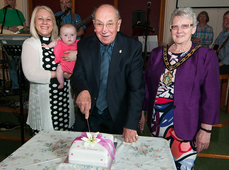 Test Valley Mayor Cllr Iris Anderson (right)with 88 year old Bill Bowley the eldest member of the congregation and Anja Fowley the youngest held by Rev Carmel Ieraci who were cutting a celebration cake to mark the 110th anniversary of Bridge Street Methodist Church in Andover. 7th May, 2016 - Picture Andy Brooks