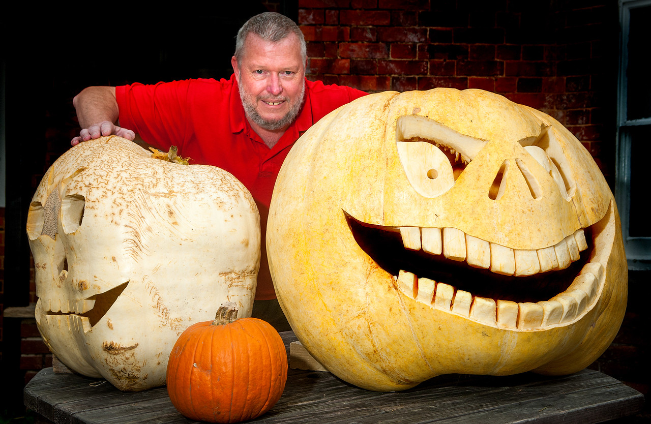 Alan Wingate, landloard of The Eagle in Abbotts Ann with the giant carved halloween pumpkins outside the pub that were grown in the village. 29th October, 2016 - Picture Andy Brooks