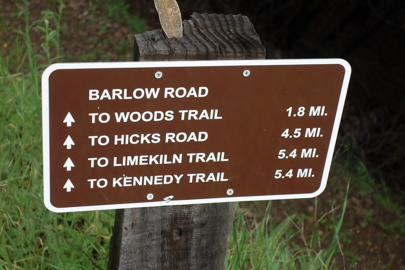 Mileage post at the head of Barlow Road