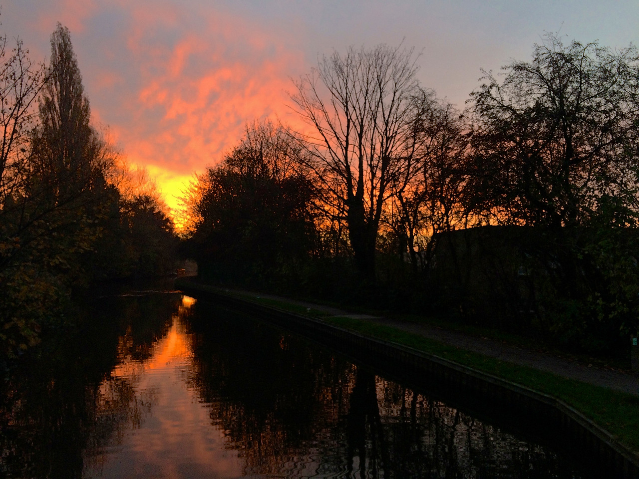 Sunrise at Riddlesden – red sky in the morning