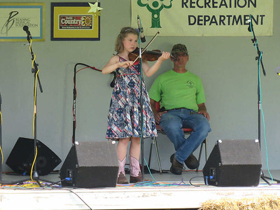 a young contestant in the 10 and under category of the fiddle contest