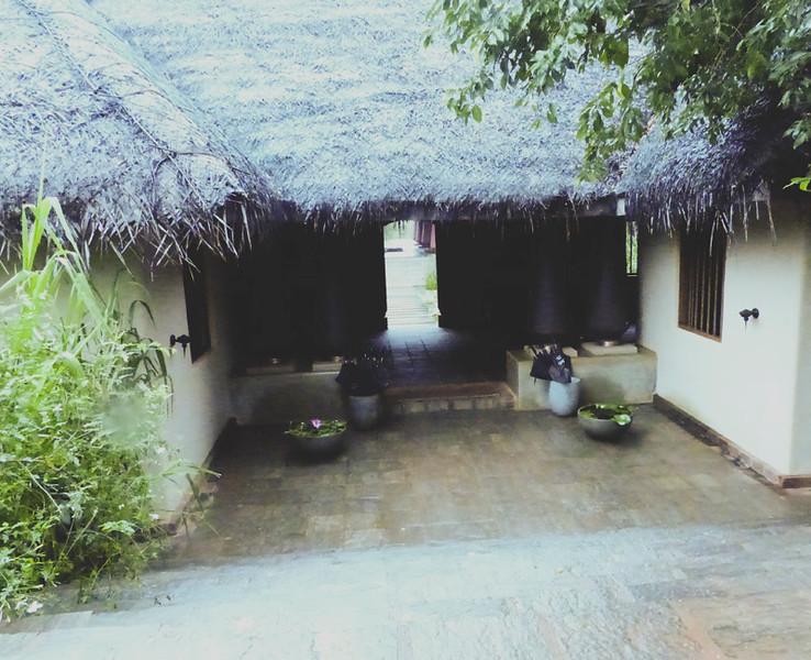 Entrance to Vil Uyana