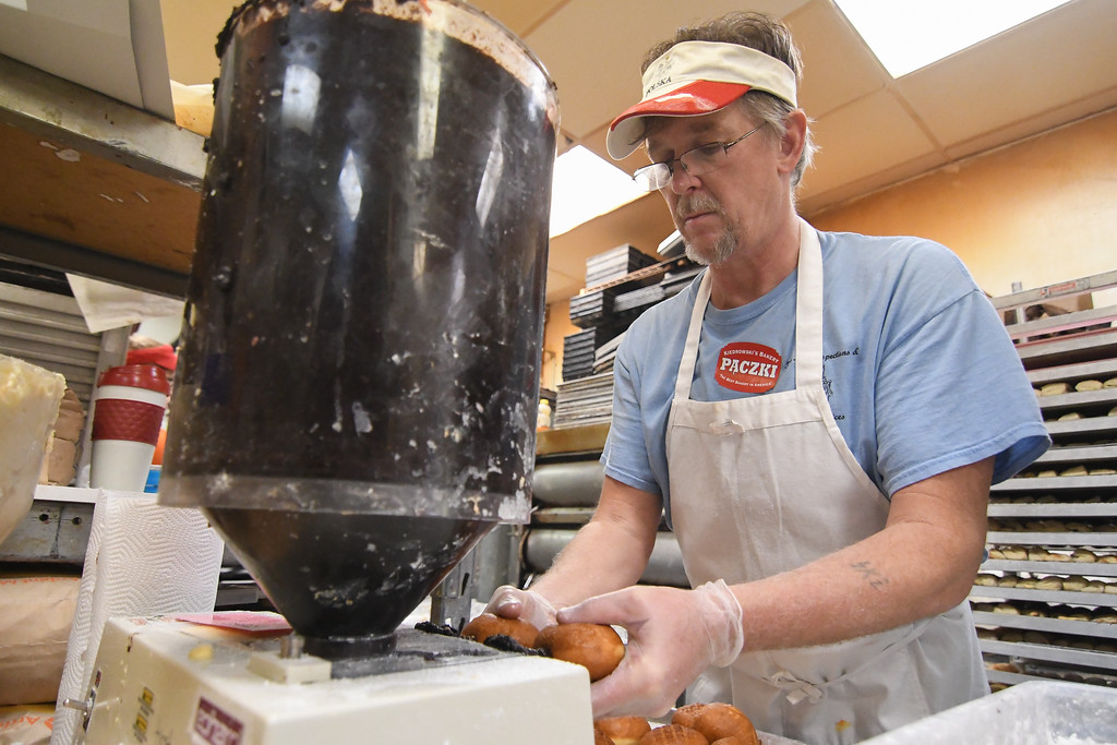 . Eric Bonzar�The Morning Journal<br> Kiedrowski\'s Simply Delicious Bakery continued its more than 30 year tradition with the annual p�czki Fat Tuesday celebration, Feb. 13, 2018.