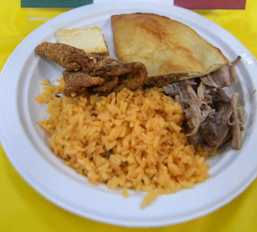 . Eric Bonzar�The Morning Journal<br> Puerto Rican cuisine prepared by Mi Casa Sabor Latino, in Lorain, was served to guests during Horizon Science Academy of Lorain\'s Hispanic Celebration Dinner, Oct. 12, 2017.