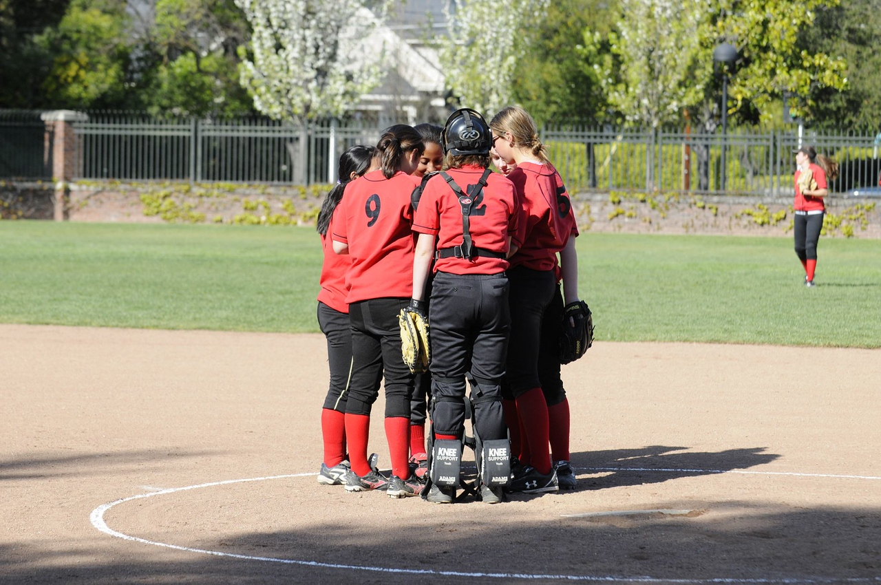 Castilleja Softball 1/ 1500s, at f/4.8 || E.Comp:0 || 98mm || WB: AUTO 0. || ISO: 400 || Tone:  || Sharp:  || Camera: NIKON D300on: 2009:03:24 16:19:24