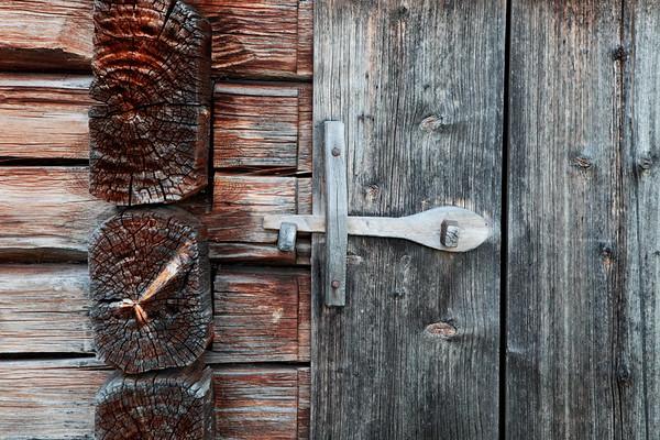 Wooden bolt  - Hus detalj i Gammelgåden i Myckelgensjö