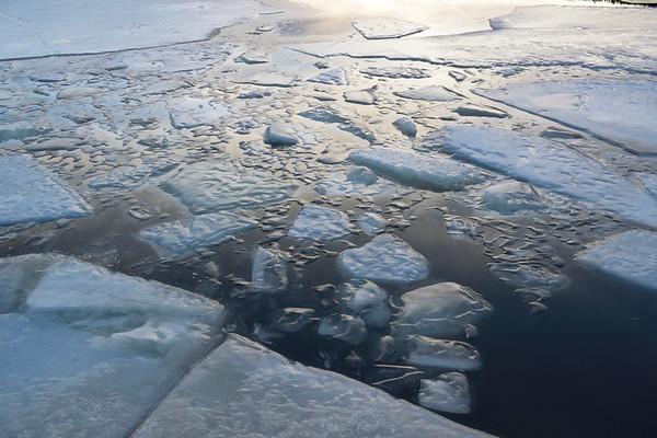 Hamn i Örnsköldsvik på vintern -  Ice covering a harbor bay in winter