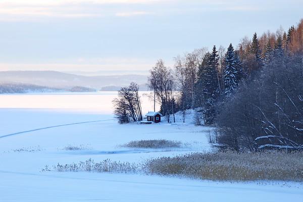 Cottage at frozen bay  - Norafjärden på vintern
