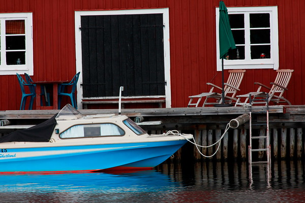 Båt i Bönhamn - Motorboat in a harbor