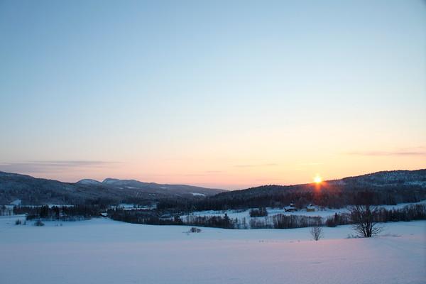 The sun shining at midwinter - Vinterlandskap nära Ullånger
