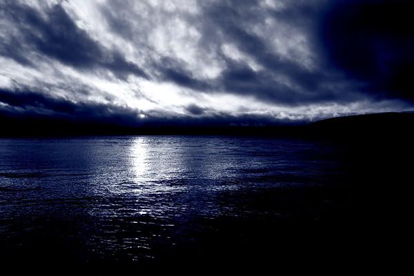 Ångermanälven i mörkret - Blue River