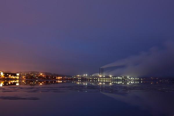 Ortvikens pappersbruk i Sundsvall - Factory at night in winter.