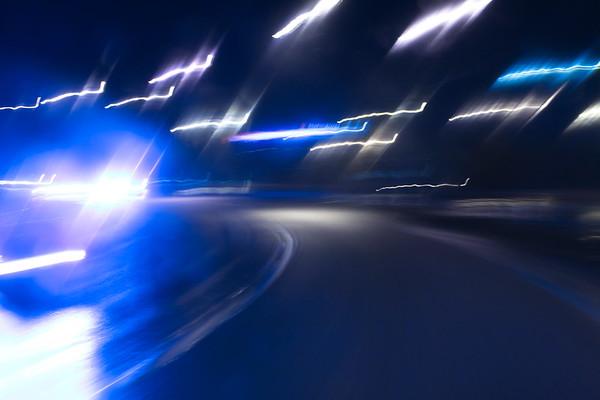 Nattlig bilfärd i Sundsvall -  Cars driving on an ice-covered street