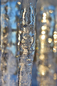 Istapp -  Close up of a row of icicles
