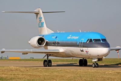 PH-KZH Fokker 70 KLM Cittyhopper. 28/7/06.