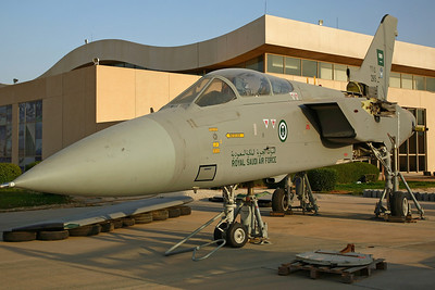 2915 Tornado ADV RSAF 29Sq. Delivered 13/3/90 as 3453, based at Tabuk AB. After years of storage at Riyadh KKIA, was restored and re-painted (in low-viz grey) by Alsalam Aircraft Co, before being transported here by road 12/07 (now awaiting re-assembly).