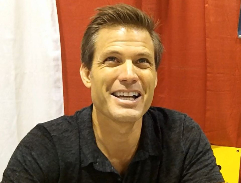 ". Casper Van Dien, better known as Johnny Rico in the cult science fiction classic ""Starship Troopers\"" visits with fans. Photo by David Komer"