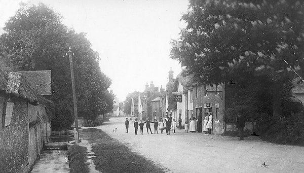 <font size=3><u> - Brook Street - </u></font> (BS0141)  Late 1890s?  Lamp pole outside, but no lamp on it.