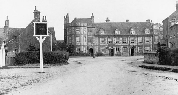 <font size=3><u> - Castle Square - </u></font> (BS0250)  Incl Fire Station on left - pre 1925.   Roads in Benson were not tarmac'ed until mid-1920's. Grandfather and his brother Ernest were the last people to light the lamps in the village.