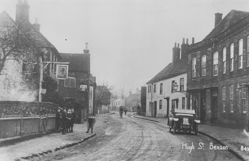 <font size=3><u> - High Street - about 1914 - </u></font> (BS0337) Note Dr Birch's car outside surgery and Red Lion on left.