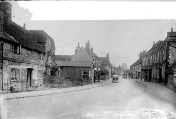 <font size=3><u> - High Street probably late 1930's or WW2 - </u></font> (BS0354) Walton's Garage