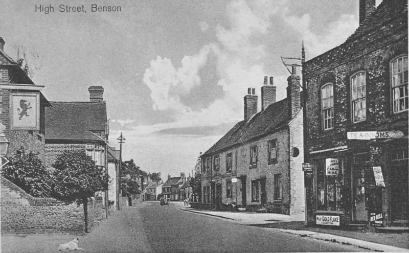 "<font size=3><u> - High Street (prob 1920's) - </u></font> (BS0396) Shop on right was to become ""Tom's"" shop, but nothing is known about the Tea Rooms.  When did the Red Lion close?"