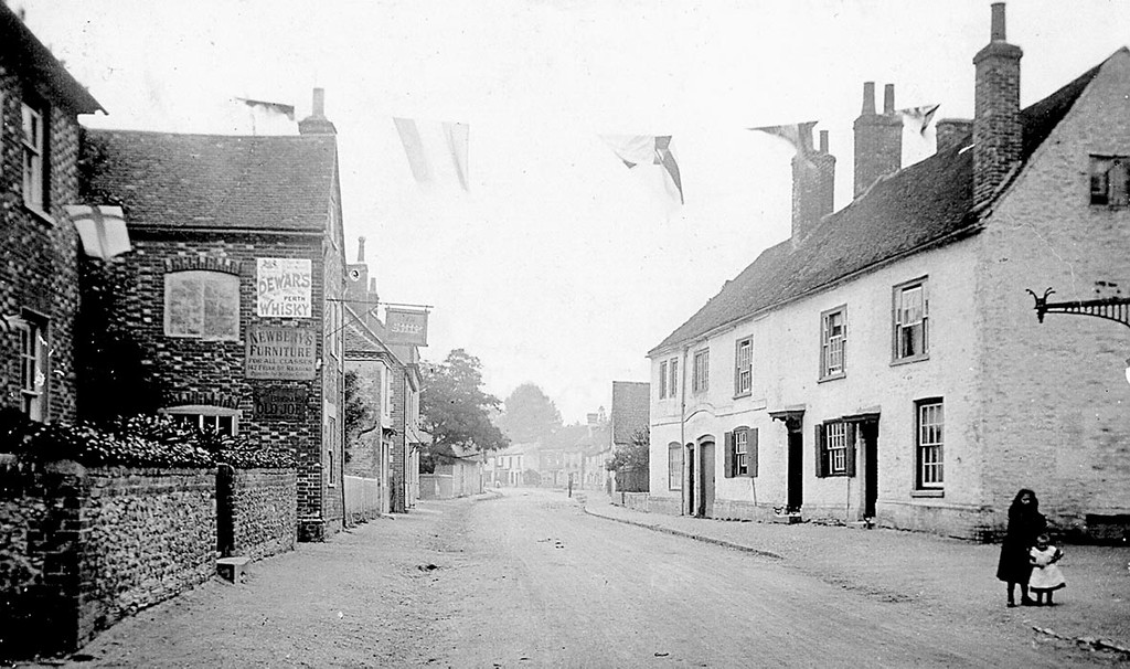 <font size=3><u> - High Street 1901 - </u></font> (BS0307) Decorations to celebrate the coronation of Edward VII