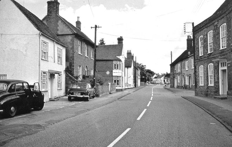 <font size=3><u> - High Street 1976 - </u></font> (BS0311) Benson Garage on left and Barclay's Bank on right.  Cars are a Leyland (Austin) Maxi and Jaguar? with driver's door open.
