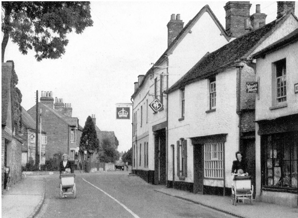 <font size=3><u> - High Street - possibly 1940's or 50's - </u></font> (BS0313) Note Fred Smith's house between RAC sign and right hand pram.  Note also Aldridge's garage at No 1 Brook Street, also with RAC sign.