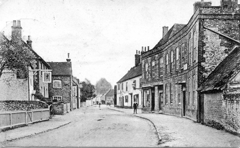 <font size=3><u> - High Street perhaps 1900 - </u></font> (BS0305)  Red Lion on left.  Other comments welcome?