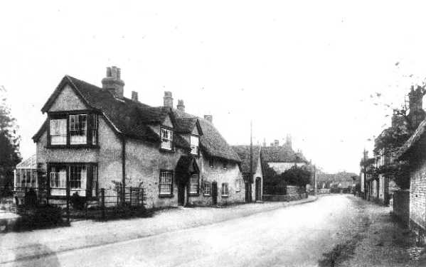<font size=3><u> - High Street - </u></font> (BS0074)  Farm on right. Isobel Taylor dates this as late 30s. The railings and frontage of Kingsford House are of interest.
