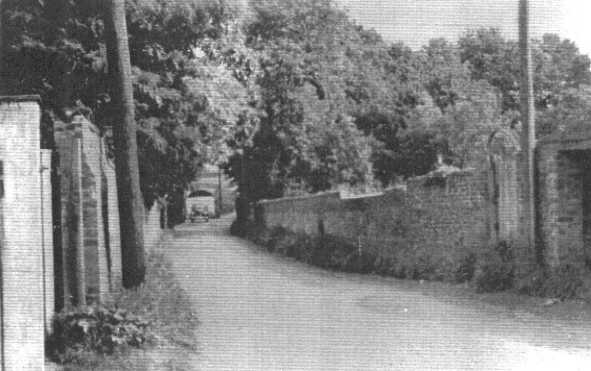 <font size=3><u> - Mill Lane - 1940s - </u></font> (BS0080)  Is it Mill Lane?