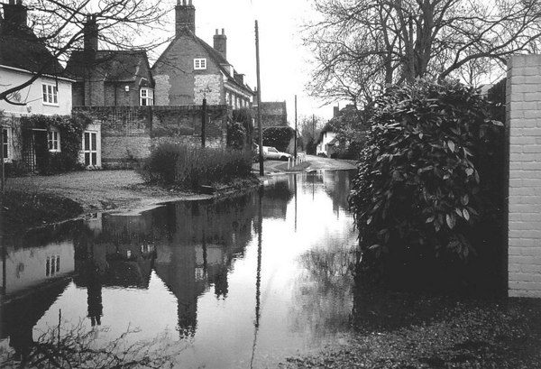 <font size=3><u> - Swan Inn - </u></font> (BS0647)  Shows flooding in Winter 2001.