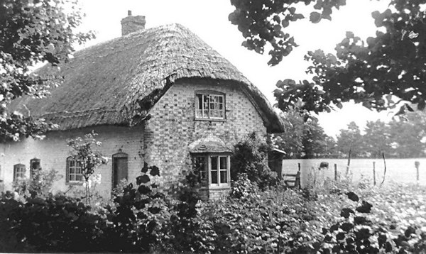 <font size=3><u> - Thatched Cottage - </u></font> (BS0373)  Located Preston Crowmarsh.   Tenants: Mr & Mrs Townsend; Mr & Mrs Harwood.