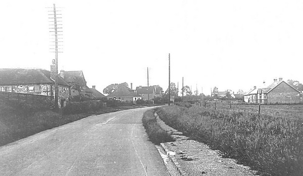 """<font size=3><u> - Old London Road - 1930's - </u></font> (BS0345)  Prior to development...See """"Benson A Century of Change"""" page 102"""