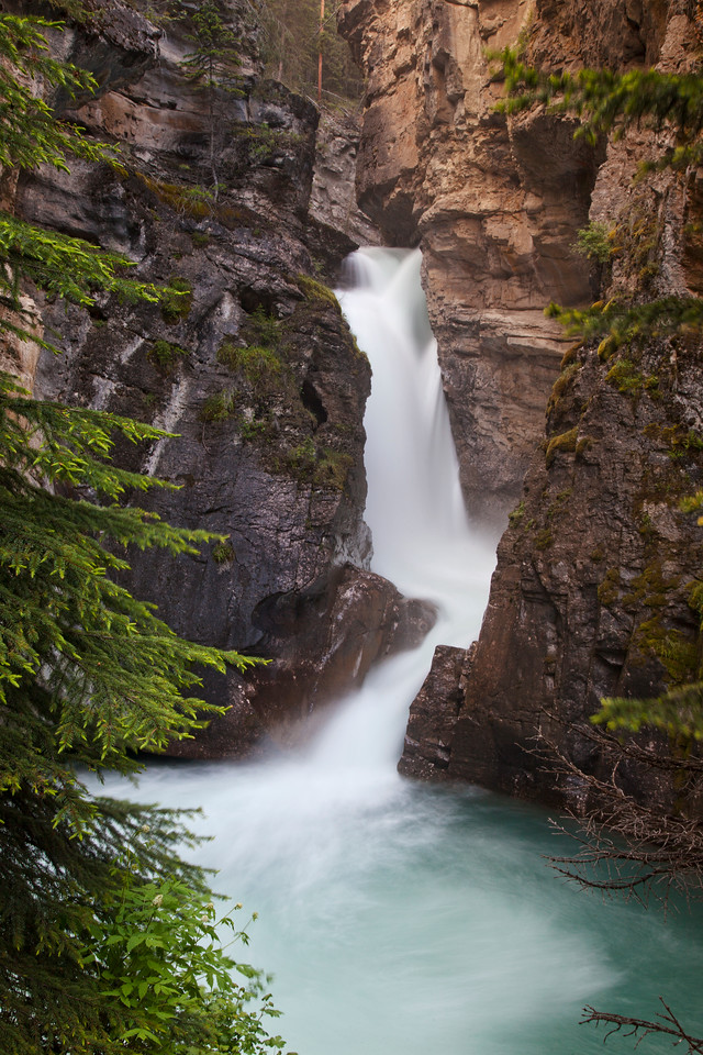 Lower Falls, Johnston Canyon vert