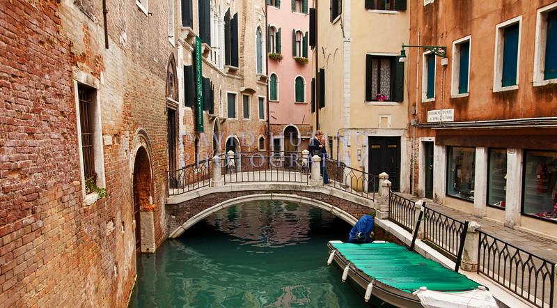 Venice Bridge & Boat View