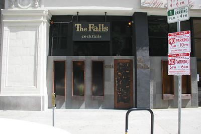 Falls Lounge