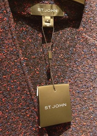 stringing thru size/loop label at the neck