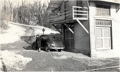 Kings Ferry Train Station with women and car. (Photo ID: 28585)