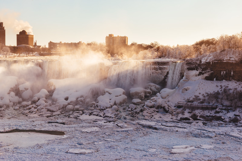 Niagara Falls and Sunrays