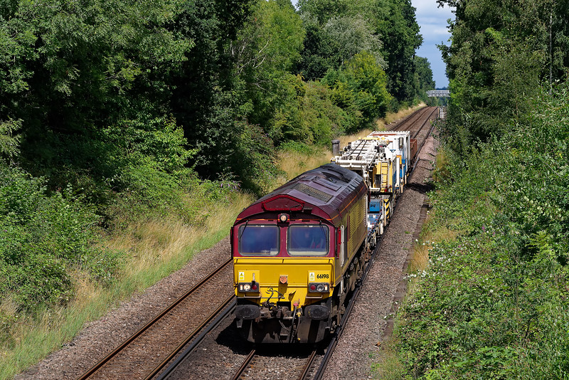66198 approaches Guildford with 6N34, the 12:00 Addlestone Junction - Eastleigh East Yard departmental service, on 26th July 2020.