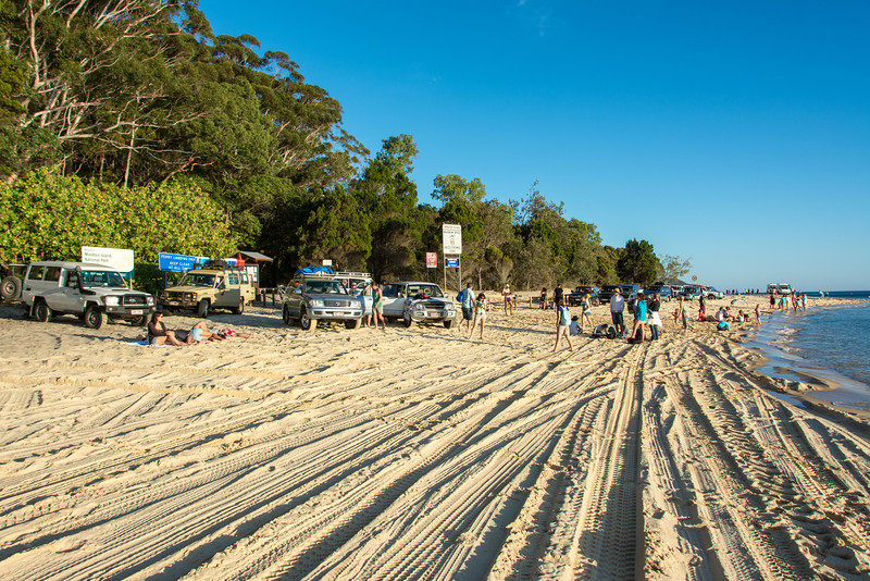 Line up waiting for the MiCat ferry, Western Beach, Moreton Island