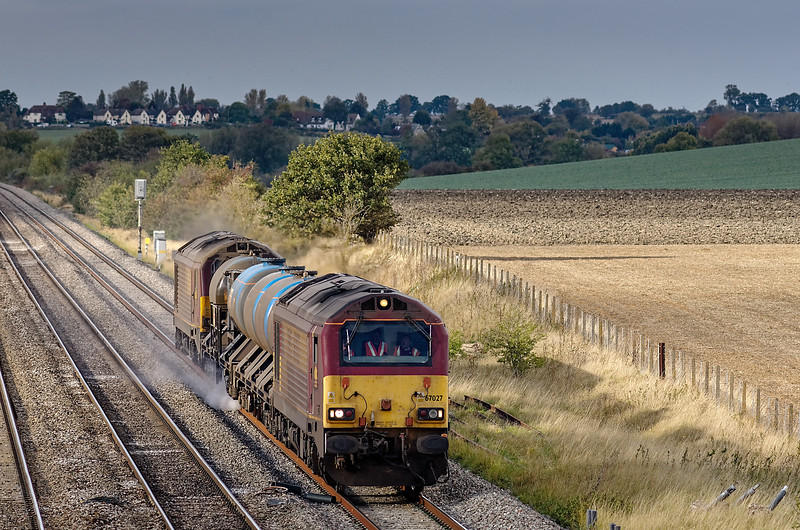67027 top and tailed with 67020, working off Didcot with the Rail Head Treatment Train <br /> on 13th October 2011.