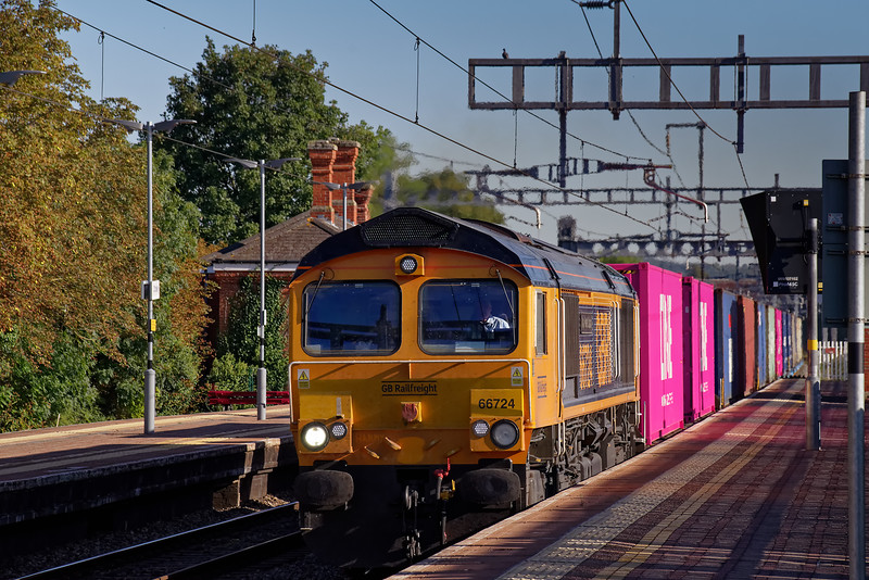 66724 passing through the station with 4M51, the 14:23 Southampton West Docks - Trafford Park, Intermodal service, on 20th September 2019.