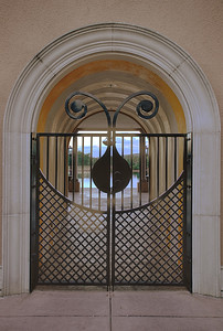 Light Entrance - infinity pool